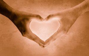 372945_heartshaped_hands